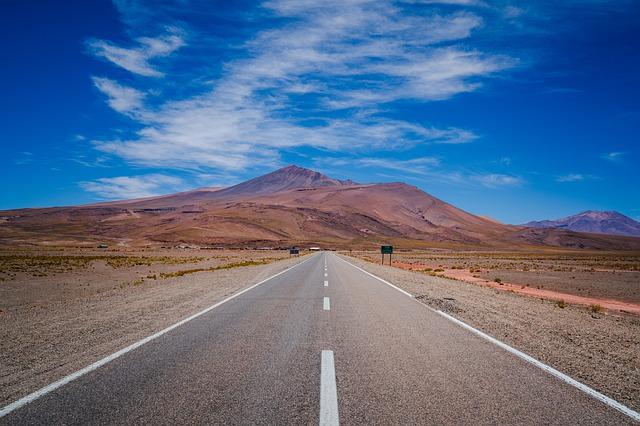 一本道と山の背景